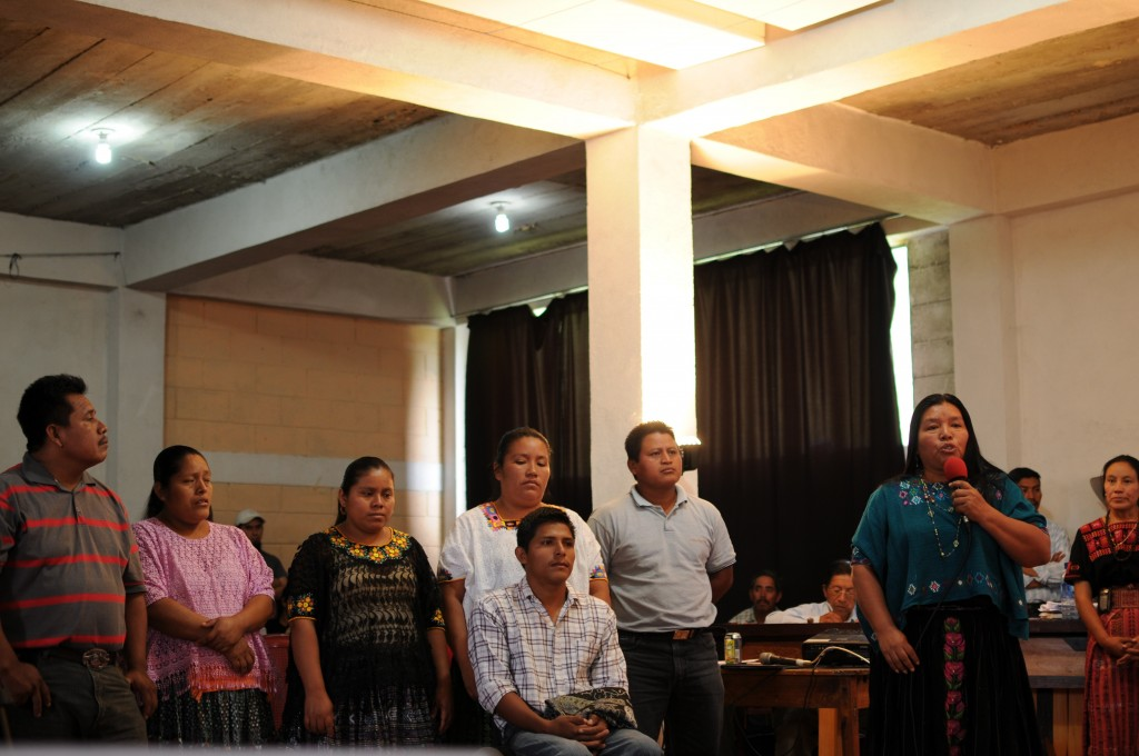 Angelica Choc, accompanied by anti-mining resistors from communities of El Estor, speaks at the Tribunal Popular de Salud