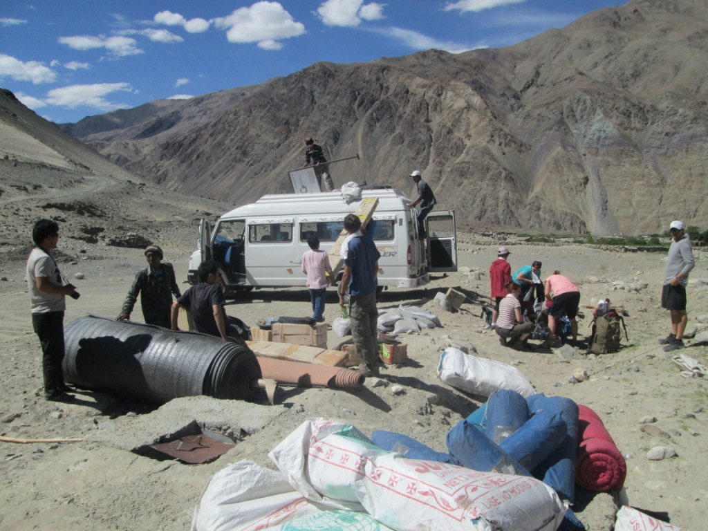Setting up camp in Skidmang