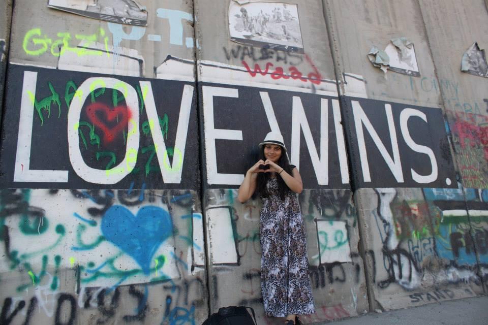 Farzona - Love Wins