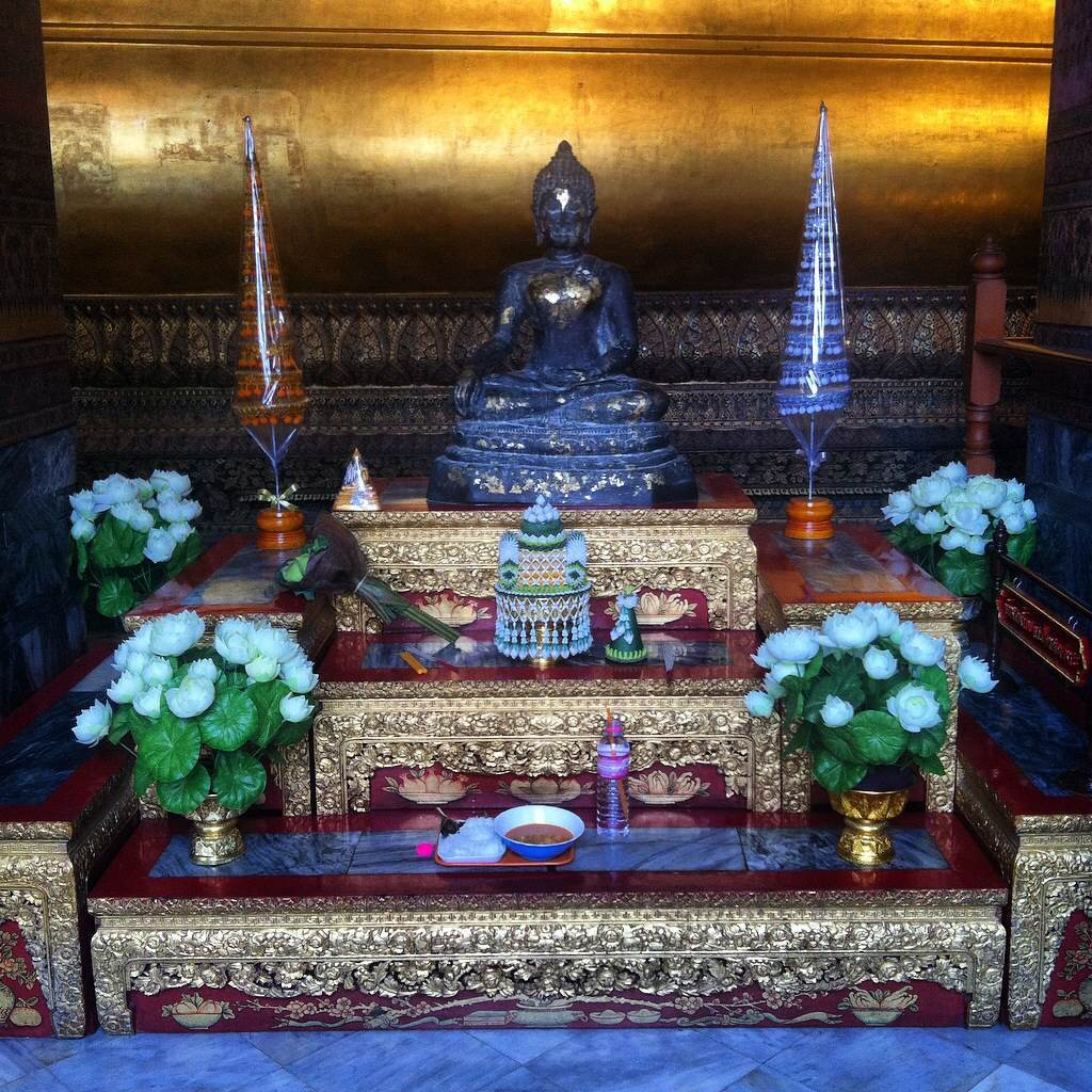 Stunning altar at Wat Pho